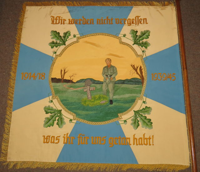 https://www.vv-irschenberg.de/wp-content/uploads/2020/02/Vereinsfahne-alt_b-scaled-640x550.jpg